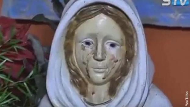 Ватикан начинает расследование после того, как статуя Девы Марии заплакала кровью