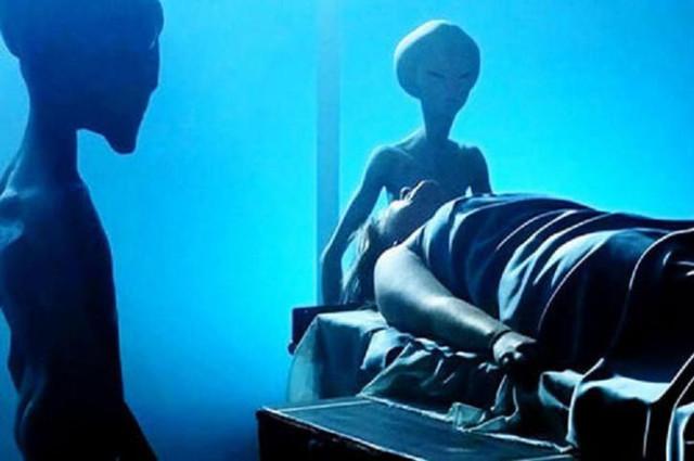 Имплант инопланетян обнаружили в ноге мужчины