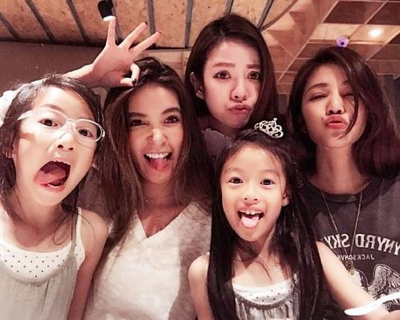 Тайваньская семья нестареющих женщин