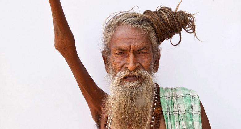 Индус во имя мира на Земле держит поднятую руку уже 44 года