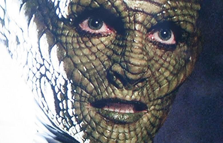 Ведущая-рептилоид сбросила в прямом эфире маску?