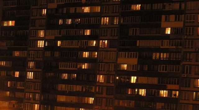 Россиянин несколько недель наблюдал за жуткой тварью в окне