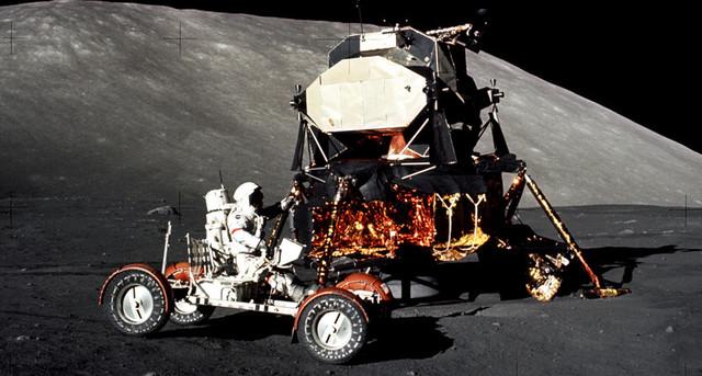 Кто прогнал американцев с Луны? S06549184