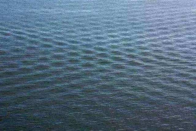 Странные квадраты на воде. #квадратные_волны, #волна, #явление
