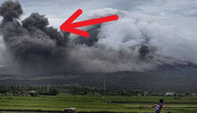 Вулканический дым поразительным образом принял вид героев древней легенды