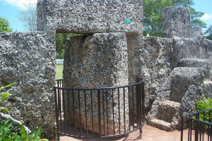 Архитектор построил американский Стоунхендж «Коралловый замок»
