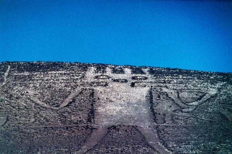 Уфологи обнаружили в пустыне Чили геоглиф с изображением инопланетянина
