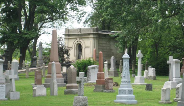 Туристка сфотографировала ведьму на английском кладбище