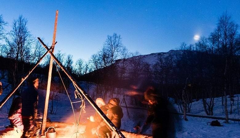 Удивительный НЛО несколько раз сфотографировали в Норвегии