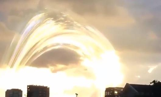 Странное явление в небе над Камбоджей