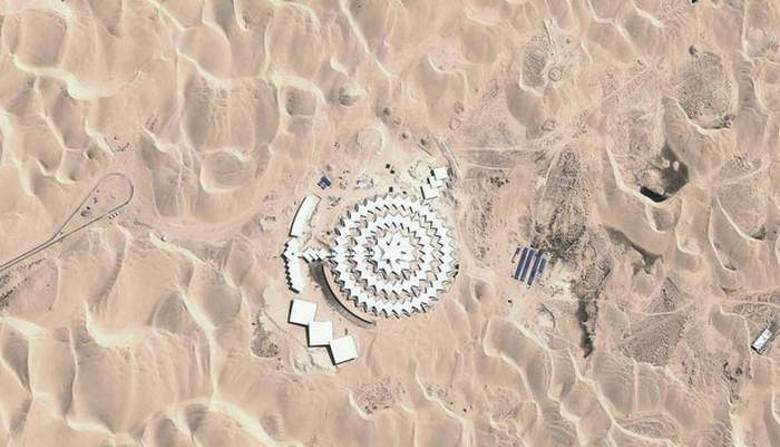 Загадочные здания в пустыне Китая