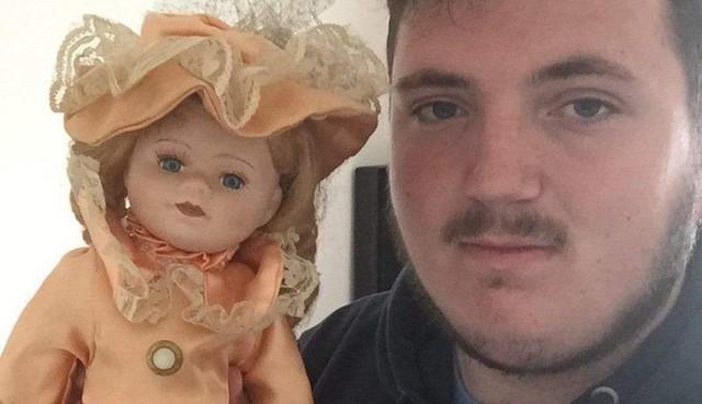 Мужчина случайно приобрел «проклятую» куклу с приложенной к ней удивительной запиской