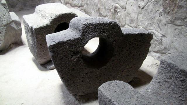 Каменные детали странного