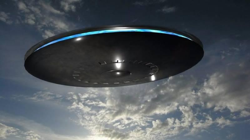 В грозовом небе заметили диск колоссальных размеров
