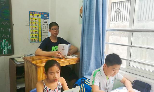 В свои 11 лет китайский мальчик уже ростом более 2 метров