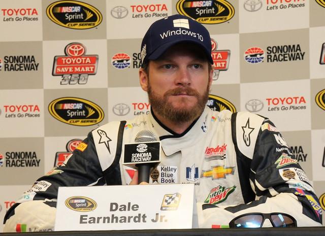 Гонщик NASCAR рассказал, что в 2004 году «добрый призрак» спас его при аварии