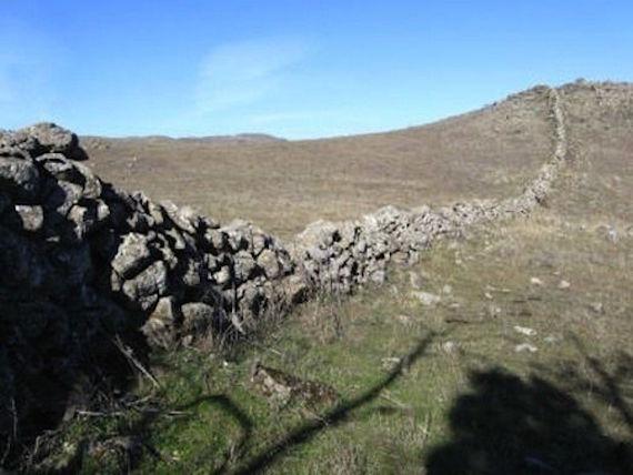 Загадка древних каменных стен Калифорнии