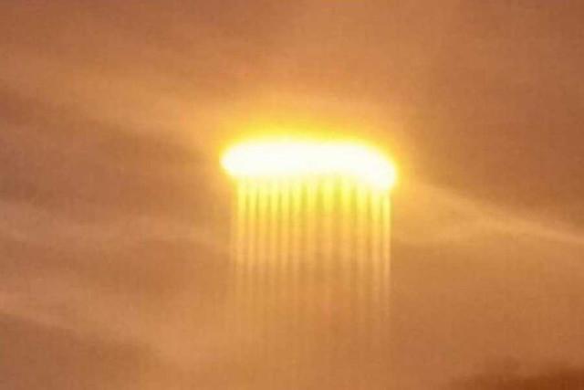 Светящиеся шары показались в небе над Калифорнией