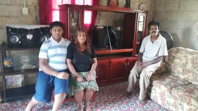 Говорящий плотоядный гном мучает семью из Тринидада