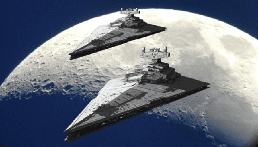 Чьи Огромные Корабли Замечены На Фоне Луны?