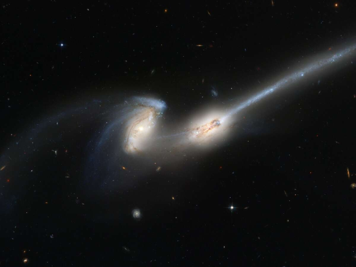 Слияния галактик вызывают активность в их ядре
