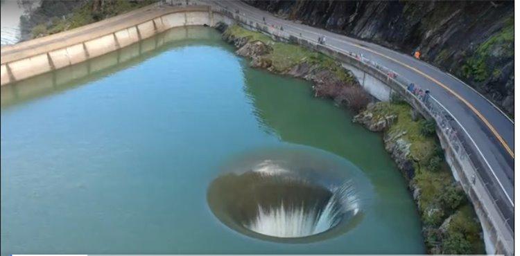 В Атлантике появилась дыра, ведущая в центр Земли?