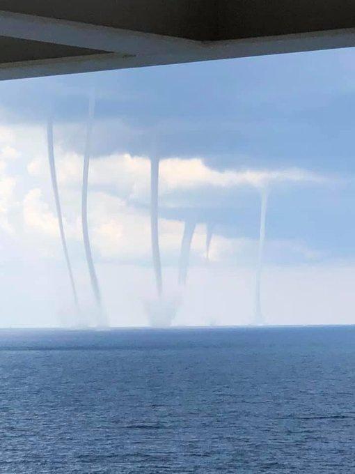 Что Заставляет Торнадо Появляться Большими Группами?