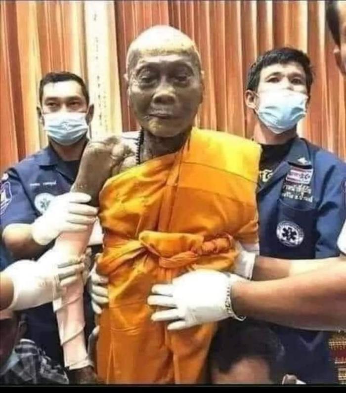 Тибетский монах, возрастом 196 лет, обнаружен в глубоком трансе. Он жив или не жив?