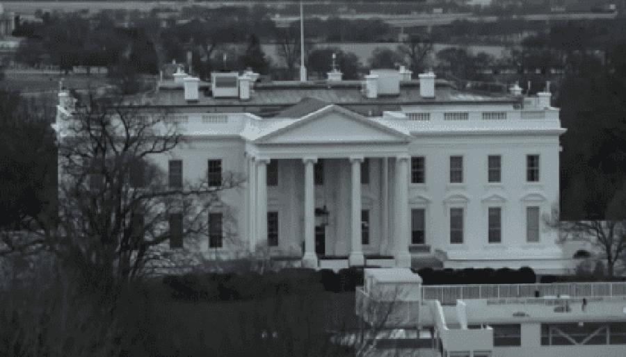Белый дом уже третий день выглядит пустым. Правительства ждут мега-метеорит?