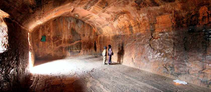 Пещеры Барабар - в Индии в монолитной скале