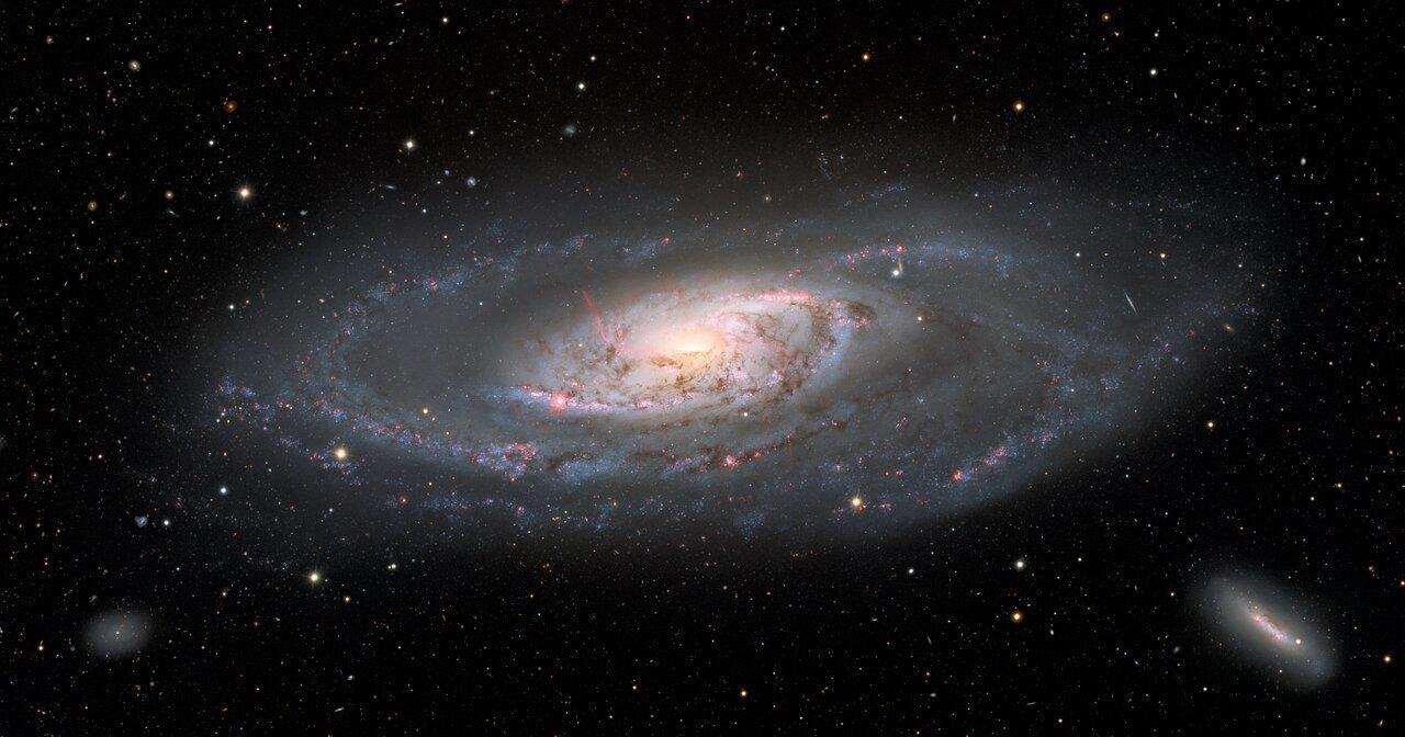 Получены детализированные кадры галактики с черной дырой в середине