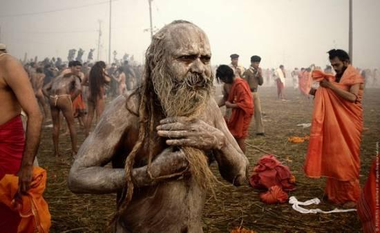 Агхори - индийские аскеты, питающиеся трупами и экскрементами