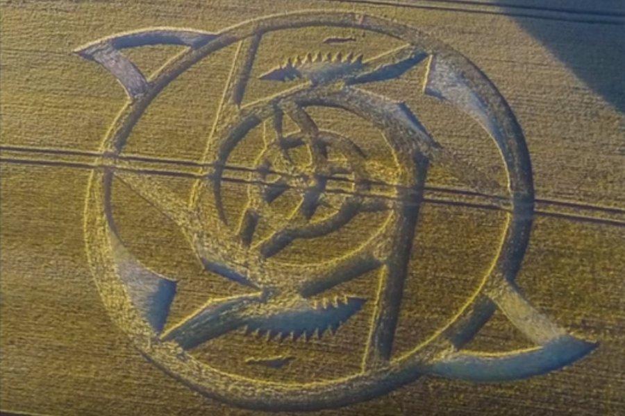 На поле в графстве Уилтшир появился рисунок в виде механизма