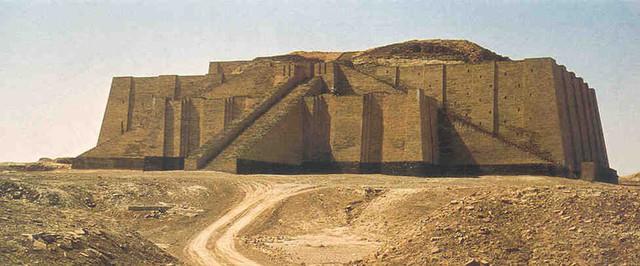 Останки древнего зиккурата в городе Ур